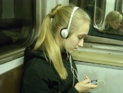 Особенно опасно слушать плеер в метро