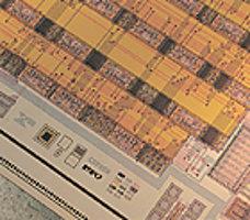 Фрагмент схемы одного из первых цифровых слуховых аппаратов компании Widex, 1995 г. Микросхемы современных слуховых аппаратов содержат несколько миллионов транзисторов!